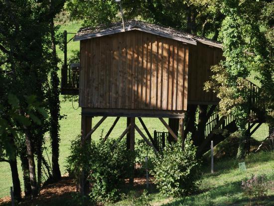 cabane picture of les cabanes de jeanne saint amand de coly tripadvisor. Black Bedroom Furniture Sets. Home Design Ideas
