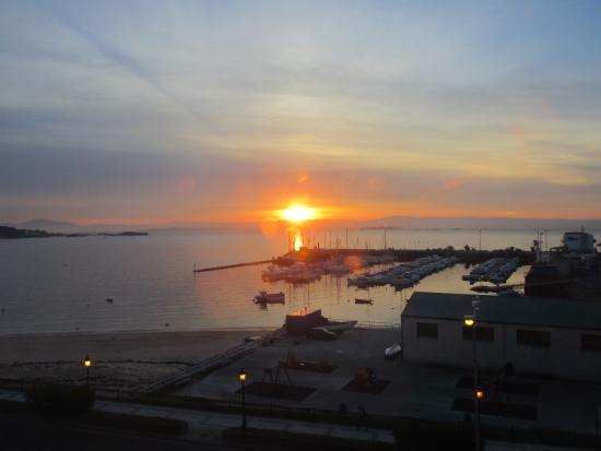 Hostal Las Carolinas: sunrise over the harbour from front room 3rd flloor
