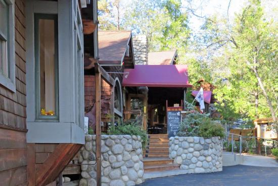 Idyllwild, Kaliforniya: Front entrance next to highway 243
