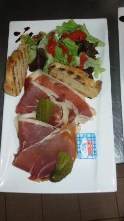 Montaigu-de-Quercy, Frankreich: Bon appétit aux restaurant le midi