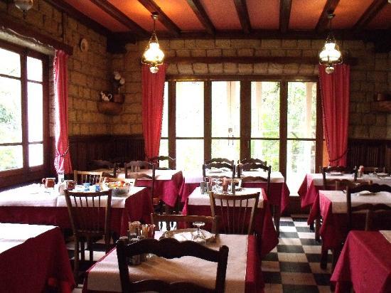 Chanac, France : Vue d'ensemble de la salle de restaurant