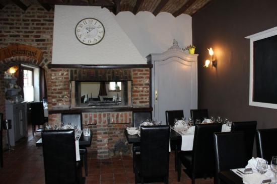 C u00f4té restaurant (feu de bois) Picture of Le Relais de Walhain, Binche TripAdvisor # Restaurant Feu De Bois