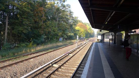 Landhaus Schlachtensee: S-Bahn station Mexikoplatz
