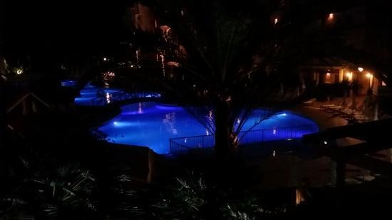 Hotel Viva Bahia: udsigten fra vores altan om aftenen på hotellet.