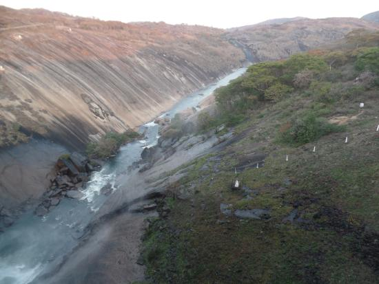 Masvingo, Zimbabue: gorge below the dam wall