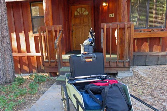 Idyllwild, CA: Quiet Creek Inn: trolley cart to help move luggage