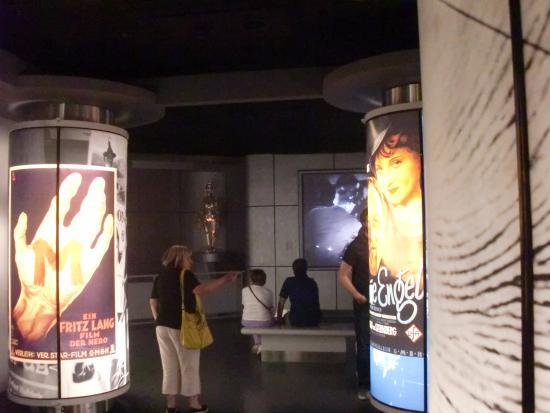 Deutsche Kinemathek   Museum fur Film und Fernsehen: sala interna