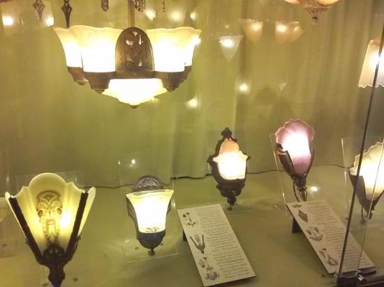 Kelly Art Deco Light Museum: Art deco lighting in museum