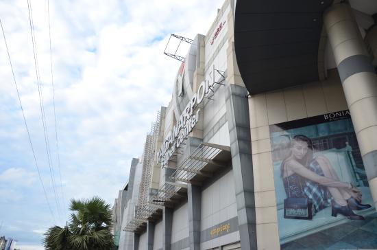 Mandalay Yatanar Mall : Facade