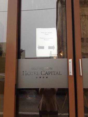 Hotel Capital: Broken doors