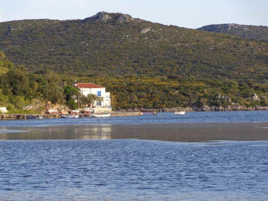 Porto Cadena Residences: λιμνοθαλασσα