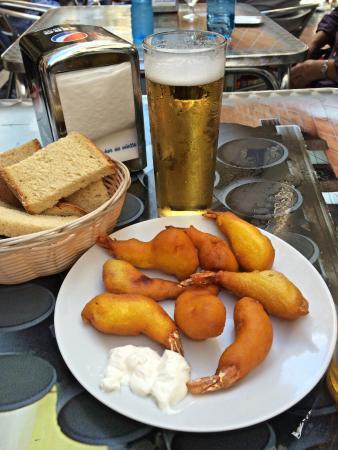 Bodegas Quitapenas: Shrimp deep fried in dough. Delicious