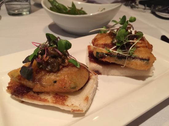 Roy's Waikiki Beach: starter (1st) course: fried zucchini on bao bread