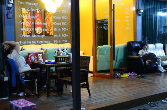 Eazy Resort Kata Beach : к отелю прилегает прекрасный массажный салон
