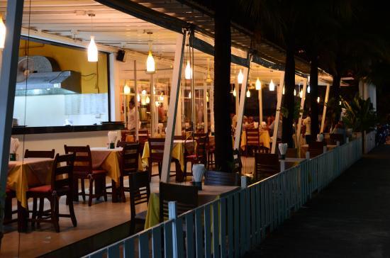 Eazy Resort Kata Beach: ресторан с русской едой прилегает к отелю
