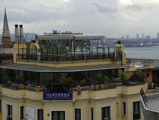 Star Hotel Istanbul: tearrace towards the sea