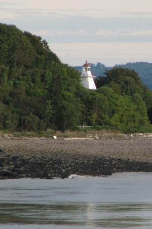 Granville Ferry, Canadá: Victoria Beach Lighthouse from the Passing Ferry