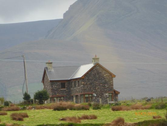 Cloghane, Irlanda: The house from a distance