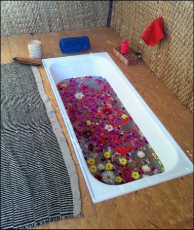 Pisac, Peru: seasonal floral bath