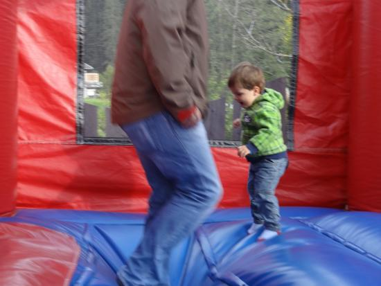 Kinderhotel Almhof: детская площадка