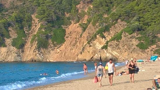 Megalos Aselinos Beach: encosta de rochedos