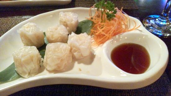 Kazumi Japanese Steakhouse and Sushi Bar: Steamed shrimp spring rolls