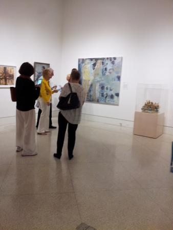 Encounter at the art gallery