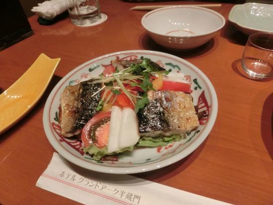 Grandarc Hanzomon Mon: 鯖とサラダのコラボ  ヘルシーである。