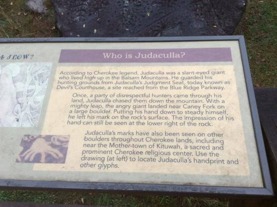 Cullowhee, Carolina del Norte: Placard explaining Cherokee myth.