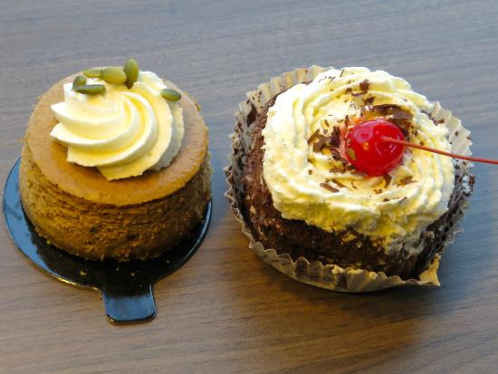 Stuart's Bakery : Pumpkin cheese cake and black forest