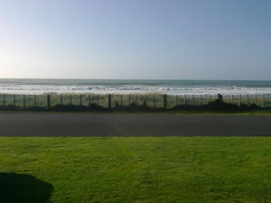 Oakura Beach Holiday Park : View from cabin