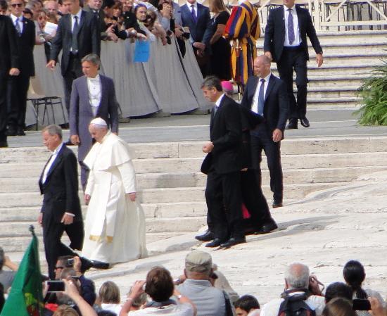 Собор Святого Петра: Papa Francisco em frente à Basílica