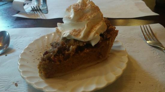 Washington, ME: Cranberry pecan pumpkin pie!
