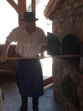 Brno, Çek Cumhuriyeti: Baking the bread