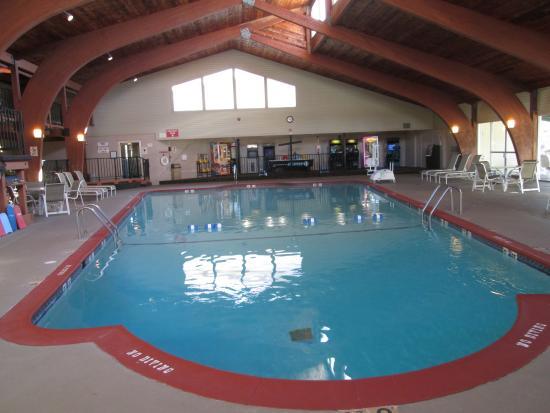 Best Western Plus Plattsburgh: la belle piscine interieure chauffée