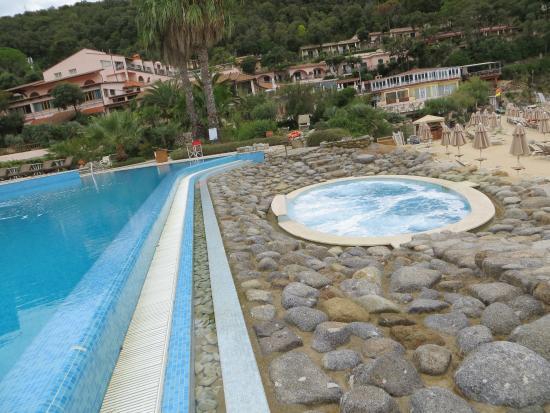 Biodola, Italien: Pool area and jacuzzi