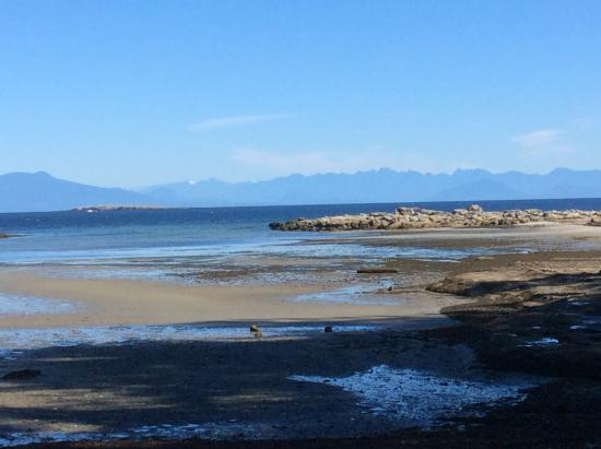 Nanaimo, Canada: Looking east from island