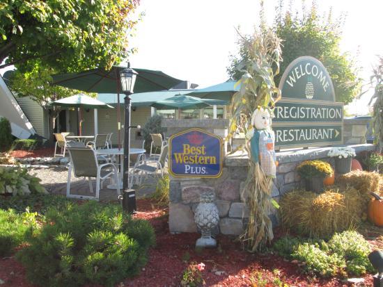 BEST WESTERN PLUS The Inn at Smithfield: en face de l'hôtel