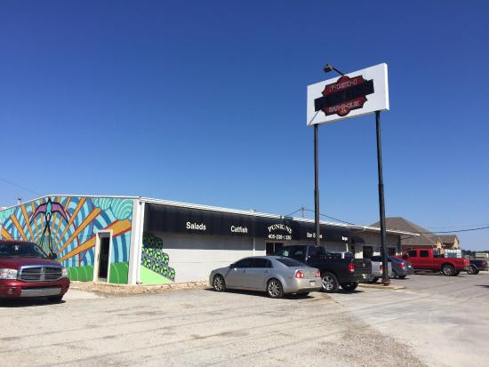 Pauls Valley, OK: Lettering on Punkin's sign is difficult to read. Look for retro decor on the north side of Hwy 1