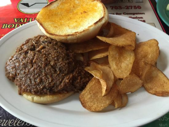 Pauls Valley, OK: Meat on the the chopped beef sandwich tasted great. It had the consistency of a sloppy joe.