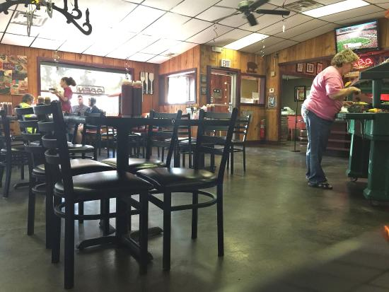 Pauls Valley, OK: Inside, Punkin's is typical of a restaurant in this part of the country.