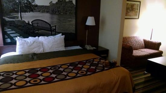 Super 8 Dublin: Surprise!  New bedding, new carpet, new paint & wall art.  Management should  really update thei