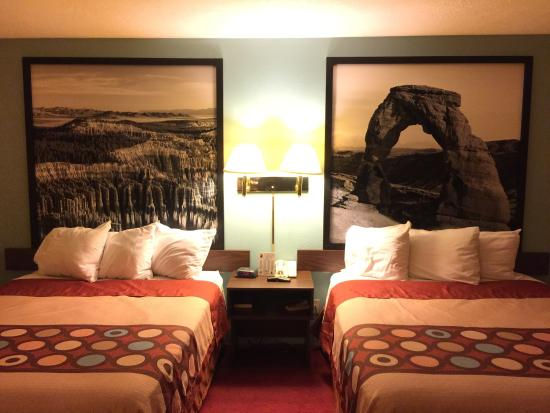 Super 8 by Wyndham Cedar City : New rooms with new head boards!!