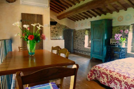 Agriturismo I Pitti: One of the living rooms of the apartments