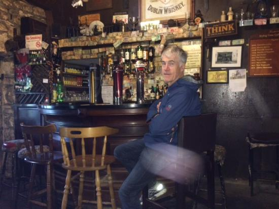 Tinahely, Irlanda: In the Dying Cow pub
