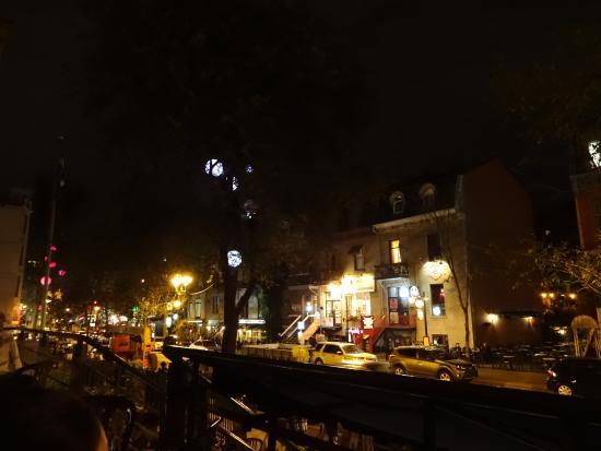 Terrasse Rouge St Denis : La grande terrasse rouge Photo de Rue St Denis