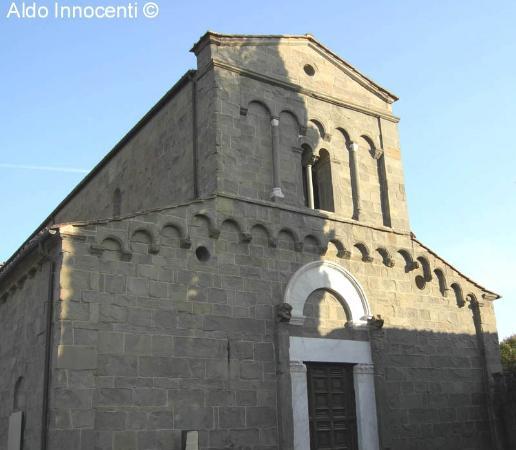 Montecarlo, Italy: Pieve di San Pietro in Campo: facciata