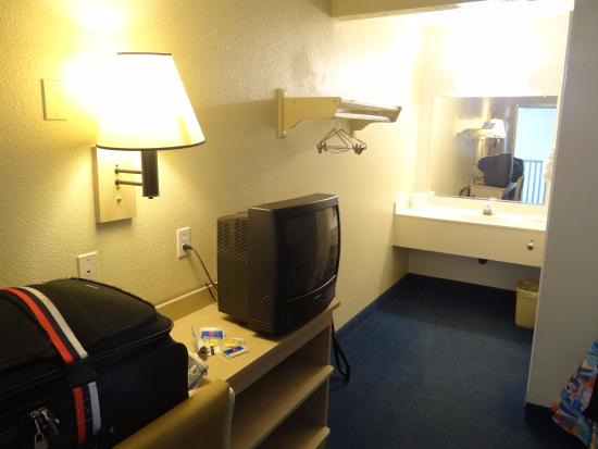 entertainment unit picture of motel 6 south lake tahoe. Black Bedroom Furniture Sets. Home Design Ideas