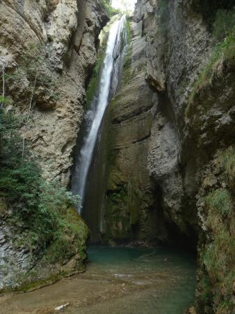 Ombleze, Γαλλία: Belle vue sur la chute .