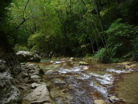 Ombleze, Prancis: Petite rivière faisant suite à la chute